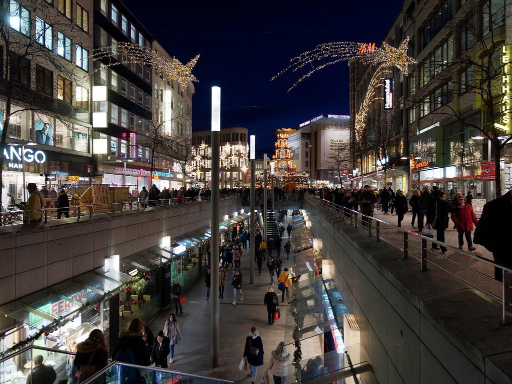 Lumix Weihnachtsbeleuchtung.Weihnachtliches Hannover Bahnhofstraße Mit Blick In Flickr