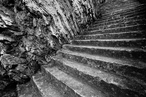 rock steps stairs treppe fels stein stone concrete beton isleofman blackandwhite monochrome black white schwarzweis monochrom