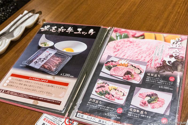 Carta de Ajikura Tengoku con los platos combinados en primera página