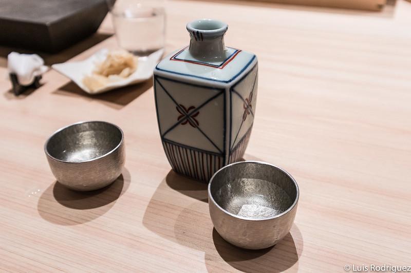 Otro diseño de botellita de sake y cuencos