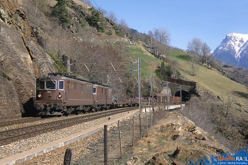 Re 4.4 184 +179 BLS . Ausserberg . 21.03.02.