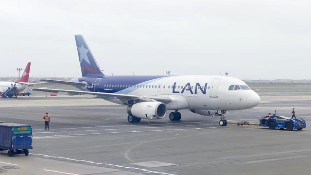 push back Airbus A319 LAN / LATAM CC-CPI LIM Lima Airport Peru 2018