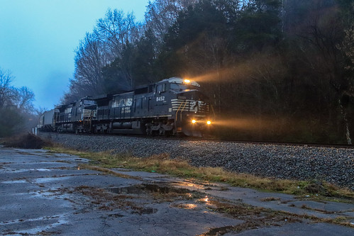 norfolksouthern ns79k norfolksouthernappalachiadistrict train railroad railfan femalerailfan railfanning appalachianmountains appalachian scottcountyvirginia gatecityva southwestva virginia evening fog rain ns8452 foliage mountains landscape rocks trees c408w locomotive diesellocomotive
