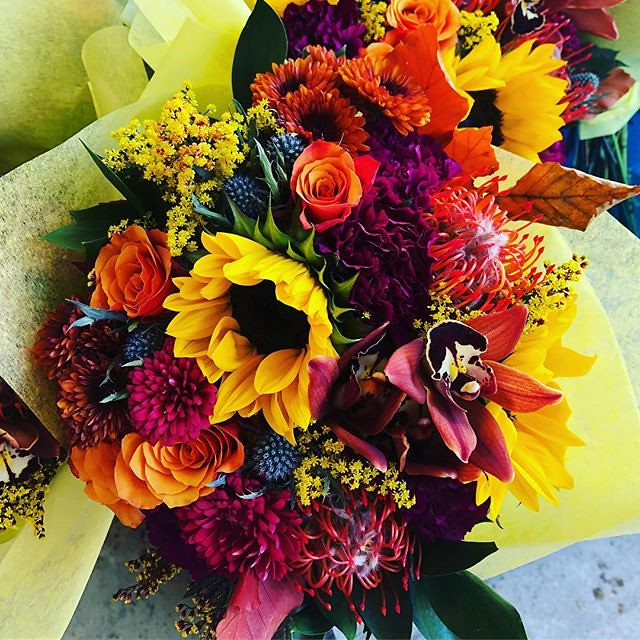 Subscribe today for our November box! Ready set get bold! #flowersubscription #getbold #boldblossoms