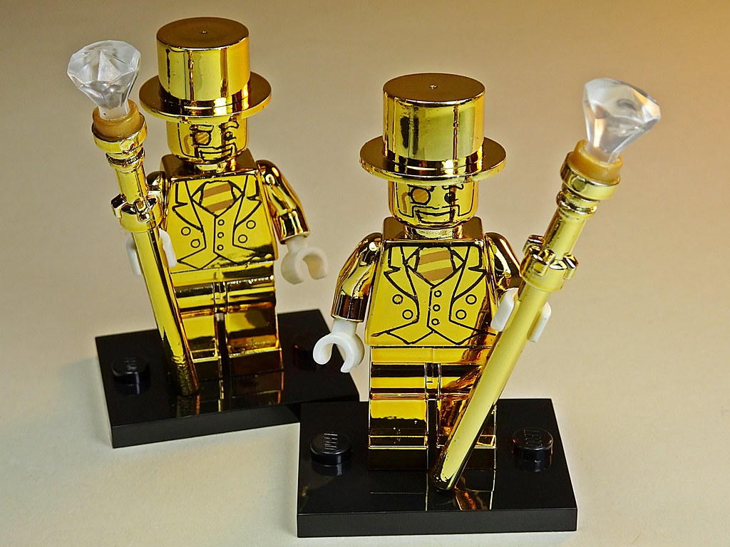LEGO 2 NEW PRIZE WINNER MINIFIGURES WITH 2 GOLD TROPHIES PIECES