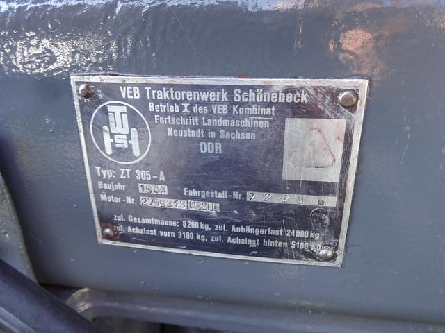 1983 Typenschild Hangtraktor Fortschritt ZT 305-A von VEB Traktorenwerk Schönebeck Elbauenpark Herrenkrugstraße in 39114 Magdeburg-Herrenkrug