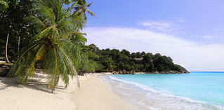 Feeling castaway on Sunset beach on Koh Lipe   by B℮n