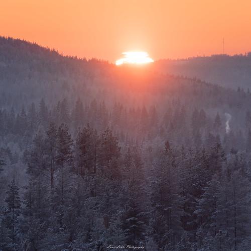 suomi finland kanavuori vaajakoski jyväskylä sunset sun light nature forest landscape evening winter winterwonderland sky cold snow ice mountain view telephoto nikon d750 nikkor 200500mm benro amazing europe photography talvi auringonlasku luonto metsä