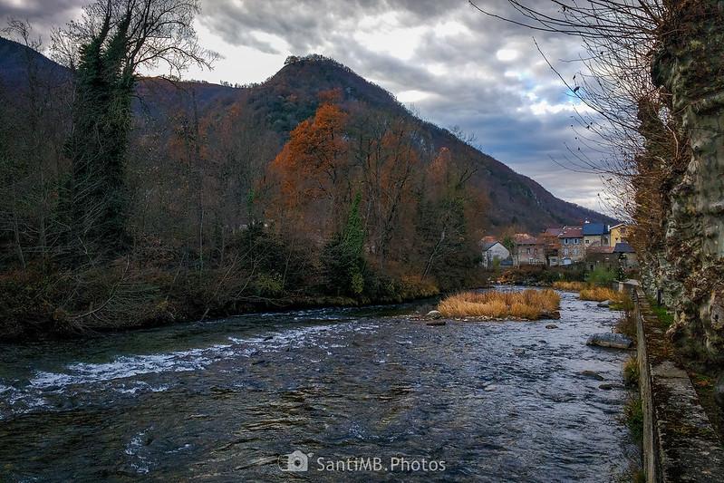El río Ariège a su paso por Luzenac