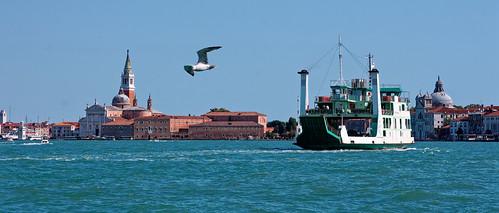 venise vénétie italie europe giudecca canal sangiorgiomaggiore église architecture oiseau ferry bateau eau mer ciel paysage