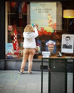 'Hergé fan' - # #Brussels #Belgium #Bruxelles #Brussel #Belgique #Belgie #hellhole #visitbrussels #welovebrussels #tintin #Kuifje #Samsung #urban #city #people #street #photography   by Ronald's Photo Factory - www.ronaldgiebel.eu