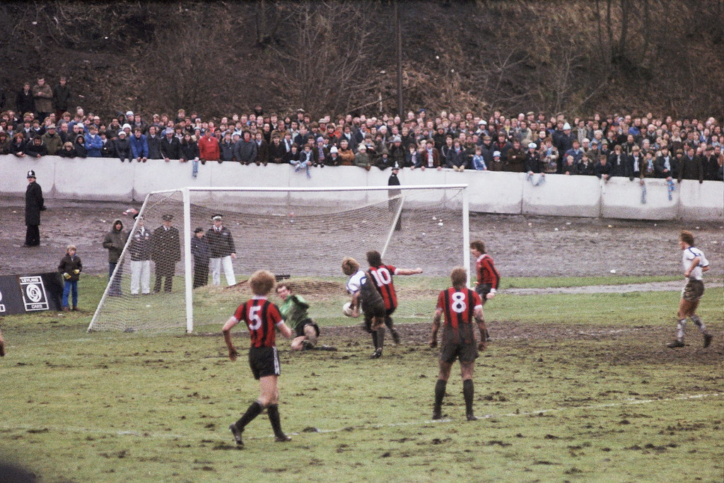 05-01-1980 Halifax Town 1-0 Manchester City (FAC3) Paul Hendrie scores winning goal