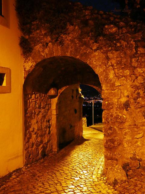 Puerta de muralla (Ourém, Portugal)
