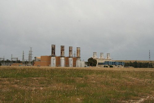 Jeeralang A (left) and Jeeralang B power station