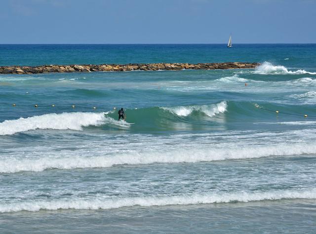 Tel-Aviv / The Surfer / Banana Beach
