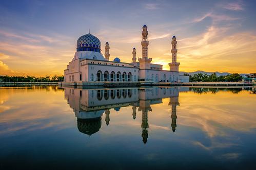 morning lake reflection sunrise dawn religion mosque kotakinabalu sabah sunsetsunrise placeofworship floatingmosque dawndusk