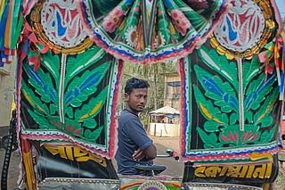 PUNTI DI VISTA A COX'S BAZAR, BANGLADESH. Il rikshaw è il mezzo di trasporto più usato nel Bangladesh. La disoccupazione che attanaglia il paese riesce a muovere la gente ad abbandonare i villaggi e riversarsi nelle città per diventare conduttori di risci   by http://www.giusepperussophoto.it/