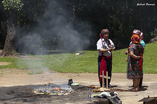 Ceremonia maya en Iximche