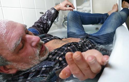 bathtub relaxing