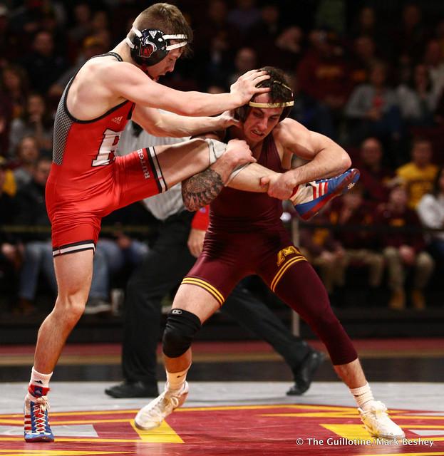 125 #6 Sean Russell (Minnesota) maj. dec. Shane Metzler (Rutgers) 16-5. 190106AMK0008