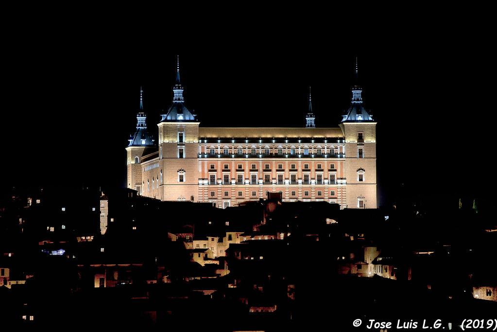 Alcazar de Toledo visto desde la carretera de los cigarrales.Toledo (España)