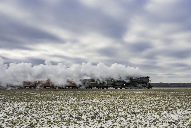 Pere Marquette 1225 chugging along on it's 'North Pole Express' run