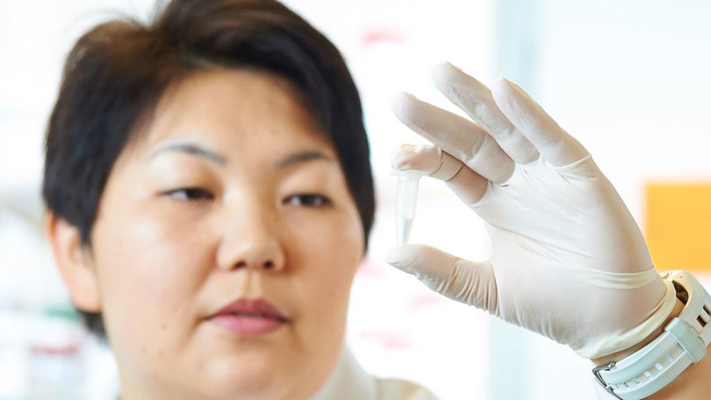 Dr Asel Sartbaeva looks at a vial