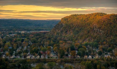 sunrise mountain town pa pennsylvania matamoras matamoraspennsylvania landscape sun autumn fall