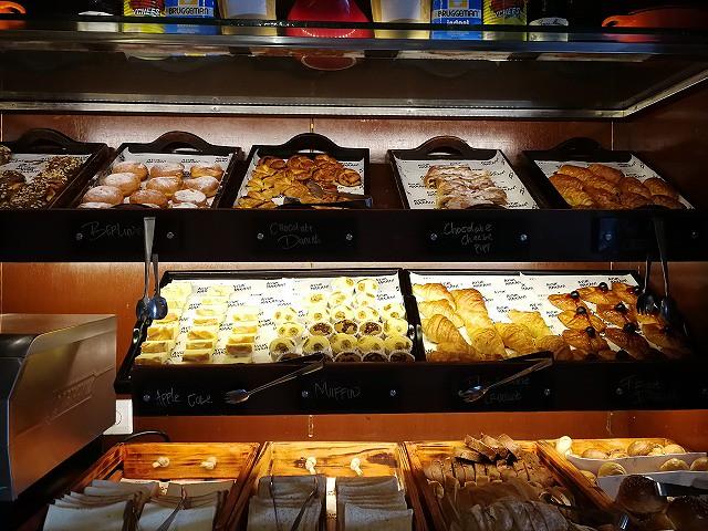 <p>甘いパンもたくさん種類があります</p>