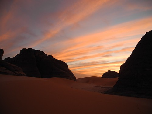 tschad ciad tchad chad sahara sahel borkou ennedi tibesti desert afrika africa afrique kouroudi sunset dawn clouds dusk rocks