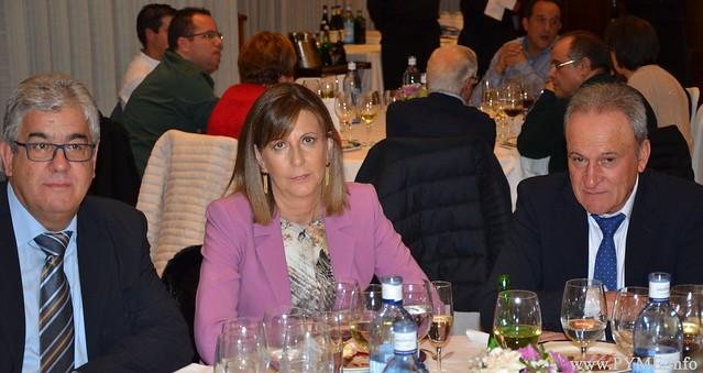 El presidente y el vicepresidente de AESLUX flanquan a Satur Moro, jefa de Servicio Territorial de Industria de la Junta de Castilla y León