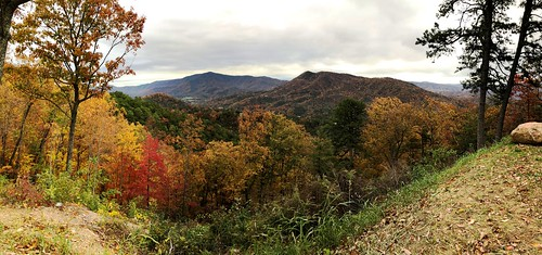 foothillsparkway roadtonowhere tennessee smokies gsm greatsmokymountains gsmnp greatsmokymountainsnationalpark autumn fall vista view pano panorama panoramic mountains trees forest woods colors colorful vivid november hiking jennypansing iphone
