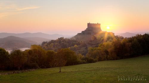 chateau sunrise montgolfiere murol puy de dome auvergne castle automne autumn