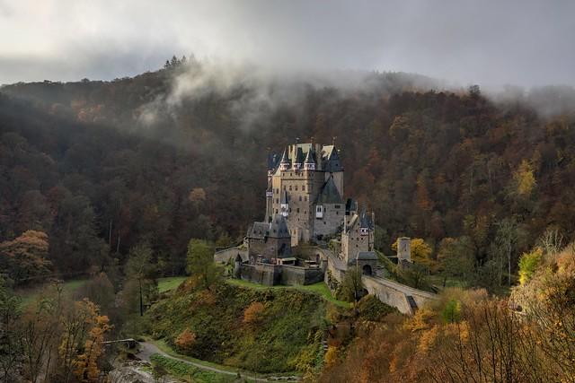 *Burg Eltz im Morgenlicht*