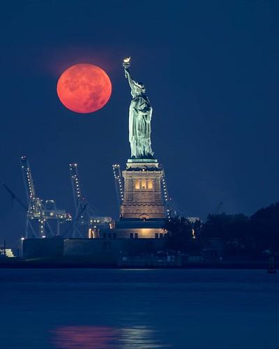 Огромная кровавая луна | by beautynext