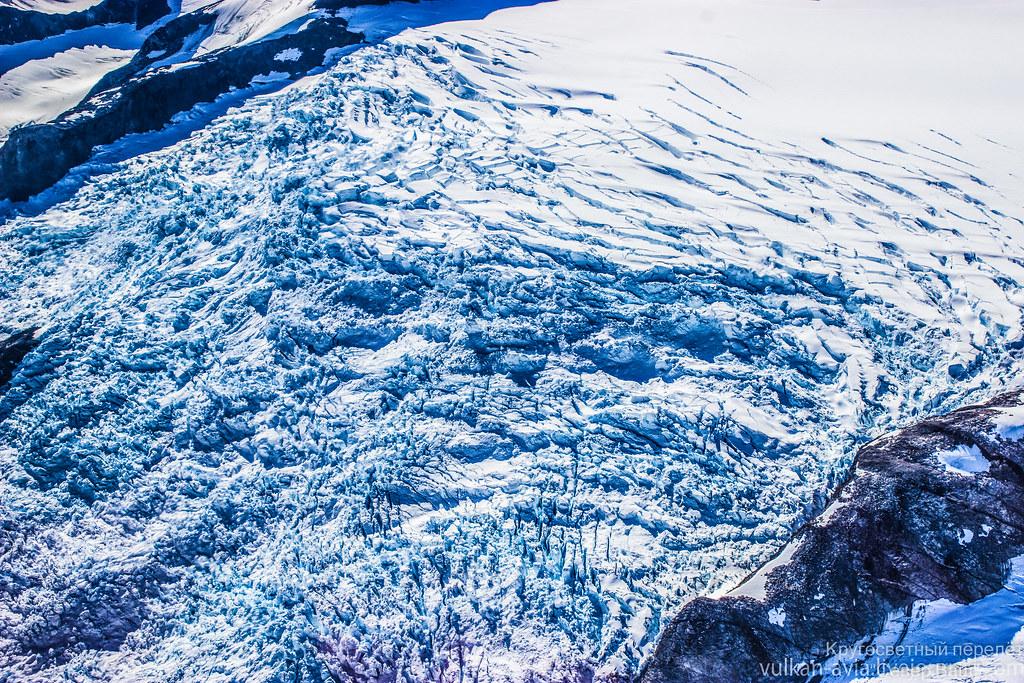Ледник сползает в океан