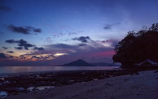 Pulau Ai. Sunrise