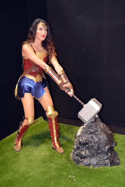 Wonder Woman Lifts Thor's Hammer