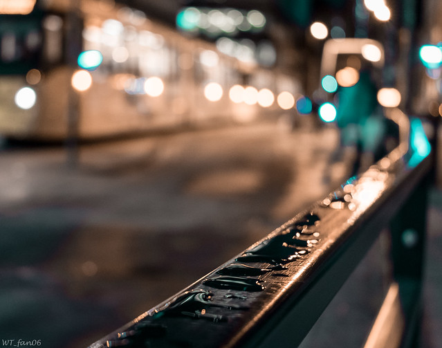 Droplets and the Metrolink