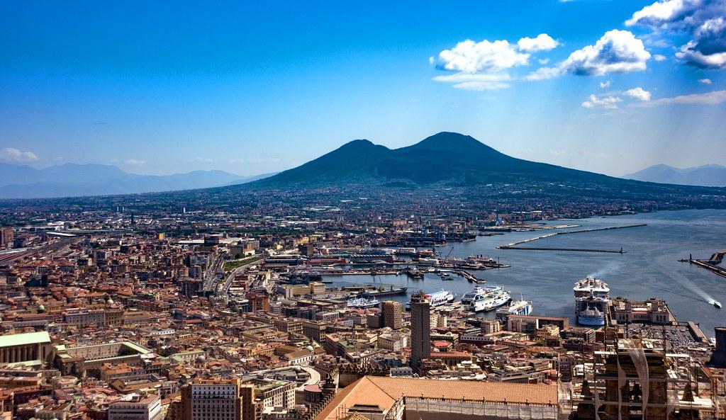 """Résultat de recherche d'images pour """"The volcano Vesuvius Naples"""""""