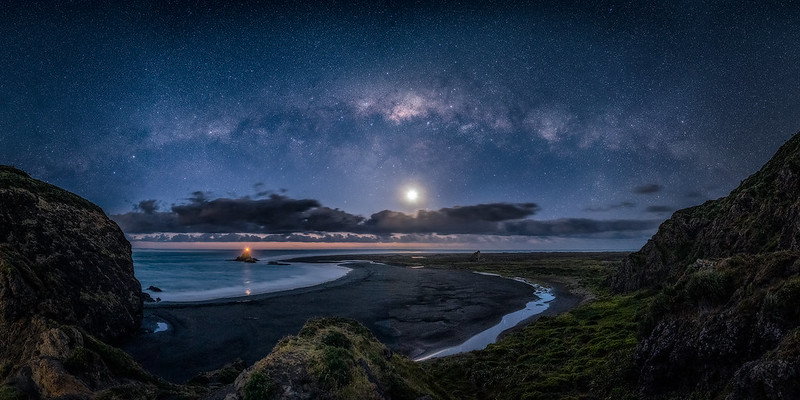 Milky way over Whatipu beach, Auckland