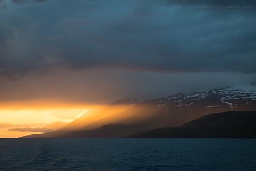 2470mmf28g d5 eyjafjörður iceland nikkor nikon northesternregion atardecer cloud clouds fiordo fjord nube nubes ocaso puestadelsol sunset is