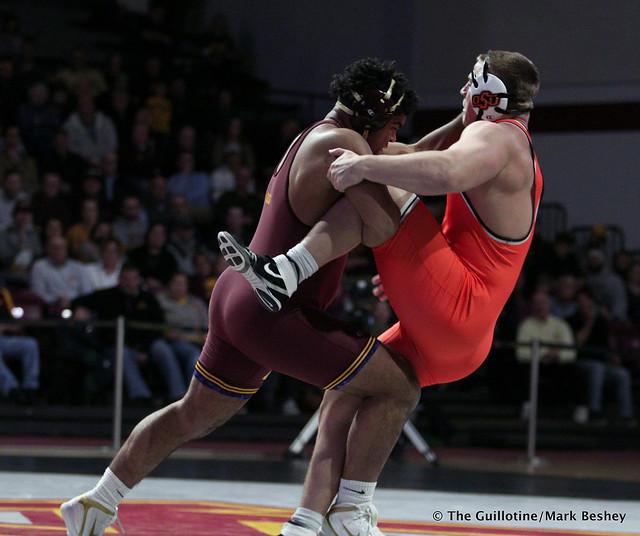 285: #5 Gable Steveson (Minnesota) dec. #3 Derek White (Oklahoma State) 8-2. 181118AMK0228