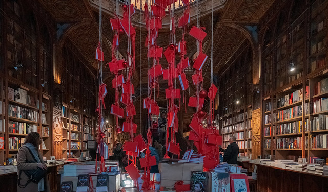 F2221 ~ Chistmas in one of the world´s most beautiful bookshops