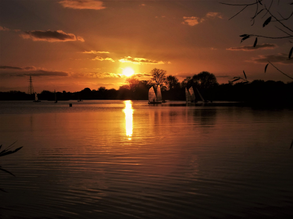 Tropical Island Beach Ambience Sound: Sunset Captured At Attenborough Nature Reserve