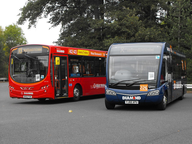 30925, BX62 FAK, Volvo B7RLE and 30050, YJ66 APU, Optare Solo (t.2018)