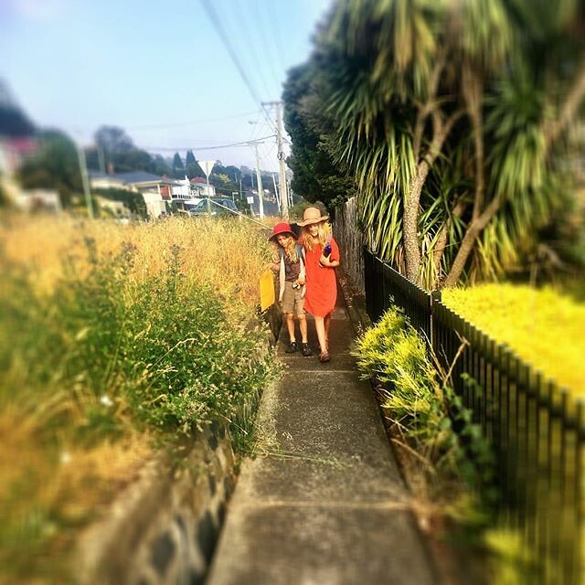 018/365 • on our way through the early morning smoke haze to the Hobart Cat Cafe - the Smalls most requested destination 🐈 • . . #sisters #morning #sunshine #Summer2019 #northhobart #gypsies #mtstuart @hobartcatcafe #improvising #bellalunaboat #glamp