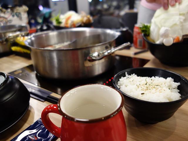 我去裝了熱水喝,覺得杯具好有質感@板橋大魔大滿足鍋物