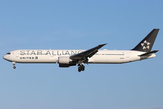 N76055 United Boeing 767-400 at London Heathrow (LHR/EGLL)