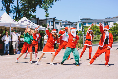 GroupPhoto-SantaClausFlashob-Auckand | by papaya_stories